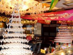 店内には豪華なシャンパンタワーが二基!