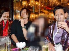 シャンパンタワーのみならず、各席でもお祝いのシャンパンをいただきました〜!