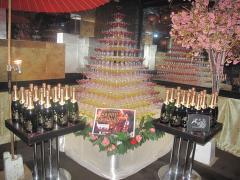 店内には、なんとも豪華なシャンパンタワーが飾られていました☆