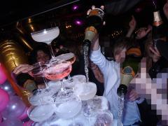 シャンパンがタワーに惜しみなく注がれていきます!!
