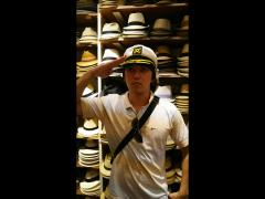 航主任、水兵帽を見つけて敬礼ポーズ!!似合ってます☆