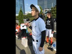 間違えて野球のユニフォームで来た勇人。でも会場の中で一番目立っていたのは言うまでもありません。