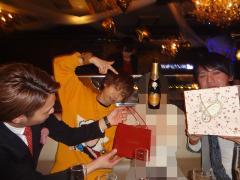 最後はプレゼントとシャンパンで大盛り上がりの様子☆以上「クリスマスイベント」お伝えしました!
