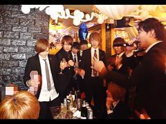 シャンパンコール始まります☆シャンパンの数で競う、伊達男選手権も行われました♪
