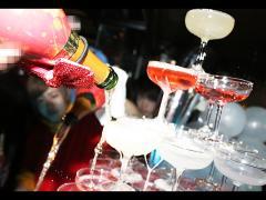 シャンパンが注がれると紅白がより一層引き立ちます☆