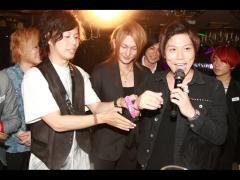 柊斗は結平取締役になぜかリボンを手首に付けられてました!
