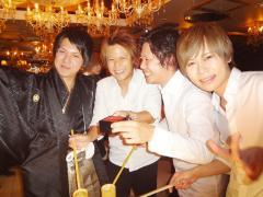 オープンした日本酒をみんなでいただきます!