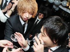 柊斗幹部補佐も今日は飲みまくります!!