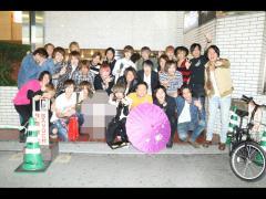 営業終了後にはお店の下で記念写真も☆みなさんいい笑顔!