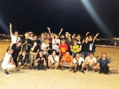 夜の砂浜で集合写真!!