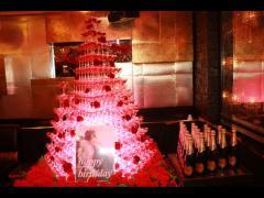 こちらが本日のタワーです!真っ赤なタワーに薔薇の装飾がありとても素敵ですね♪
