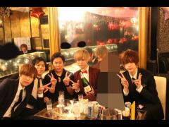 「Bar TORORO」様と海斗部長、柊斗幹部補佐、ミハル幹部補佐、sena幹部補佐たちで記念撮影✩